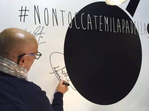 Sadler firma #NONTOCCATEMILAPADELLA