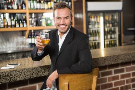 Superalcolici al ristorante: crescono le vendite dei grossisti