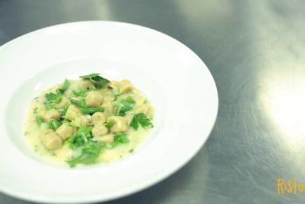 Gnocchetti di ceci Valfrutta Granchef al sugo di vongole e patate con porri e fagiolini