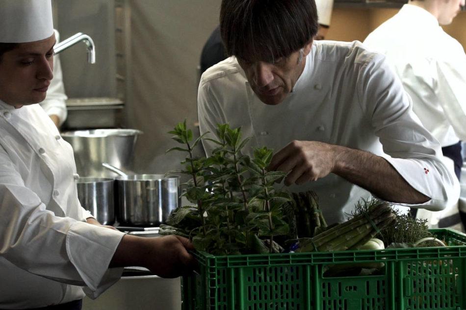 Davide Oldani debutta in tv con una trasmissione sulle erbe aromatiche in cucina